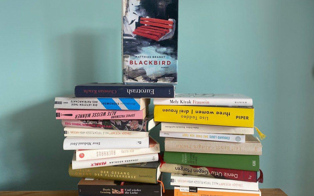 Viele tolle Bücher, zB. Blackbird von Matthias Brandt